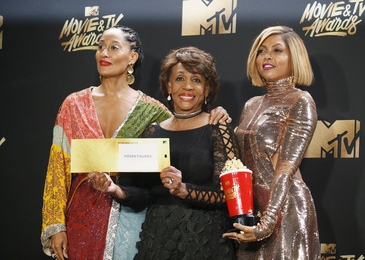 """2017 MTV Movie and TV Awards – Photo Room – Los Angeles, U.S., 07/05/2017 – Tracee Ellis Ross. Maxine Waters and Taraji P. Henson - Best Fight Against the System for """"Hidden Figures"""". REUTERS/Danny Moloshok"""